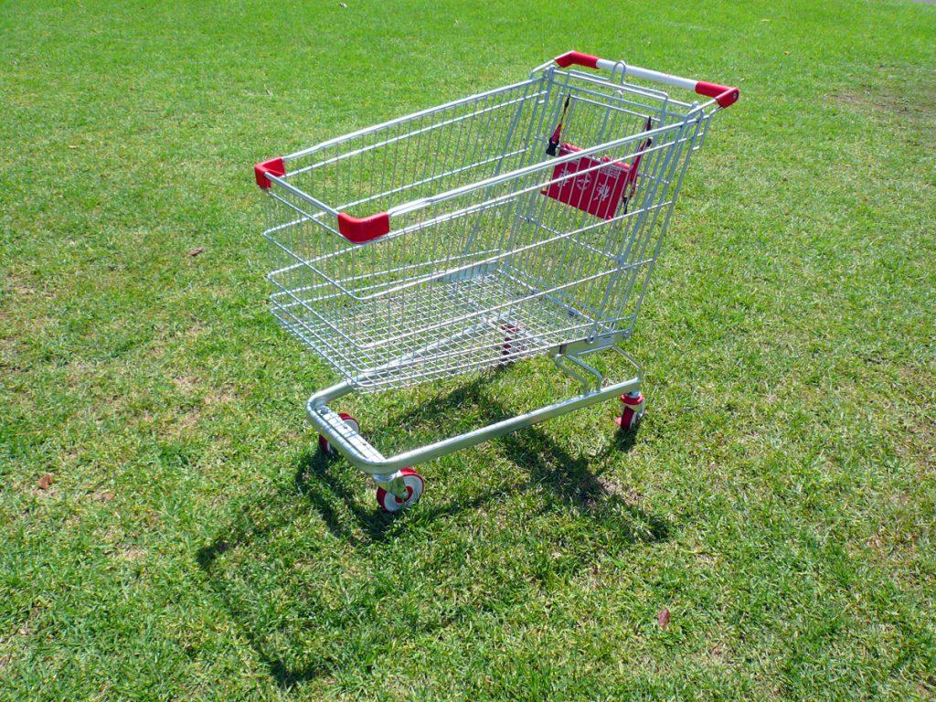 coș de cumpărături abandonat